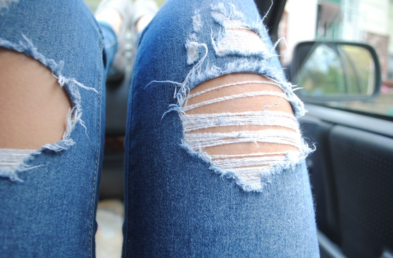 как сделать на джинсах потертости