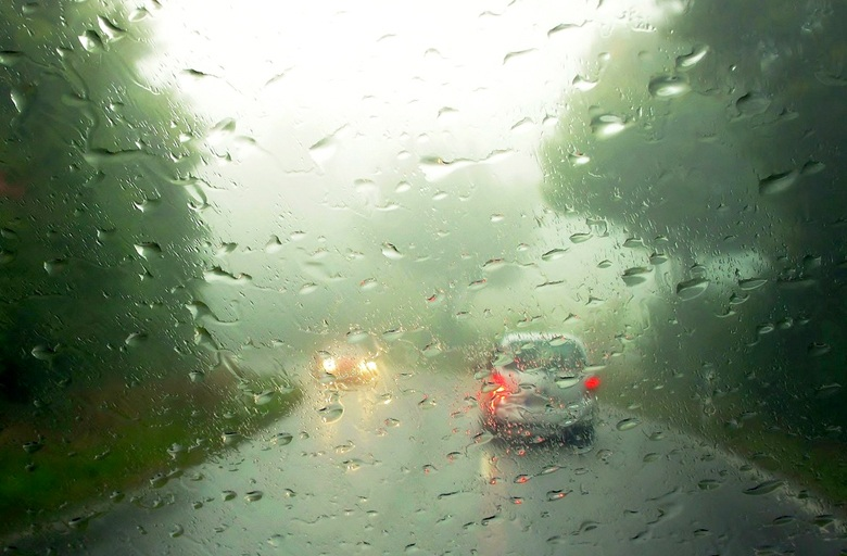 почему запотевает стекло в машине